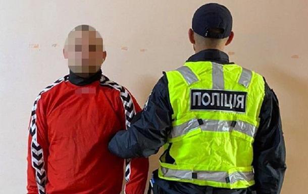 В Киеве пьяный мужчина пытался ворваться в отделение полиции