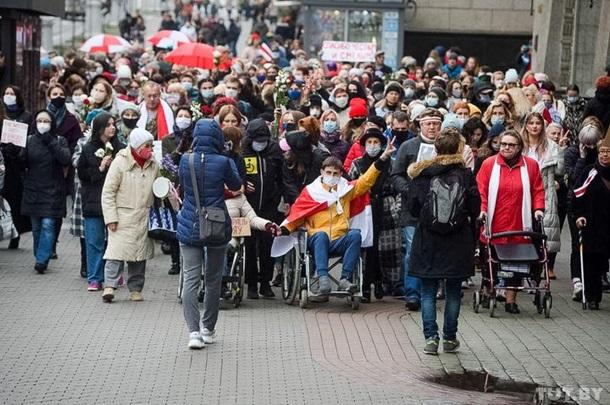 В Минске силовики начали задерживать протестующих женщин и людей с инвалидностью