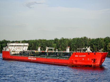Взорвался российский танкер, вышедший из Крыма, часть экипажа за бортом