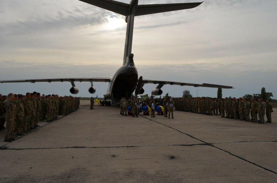 7 октября в Николаеве попрощаются с двумя погибшими в авиакатастрофе Ан-26 курсантами (ФОТО) 7