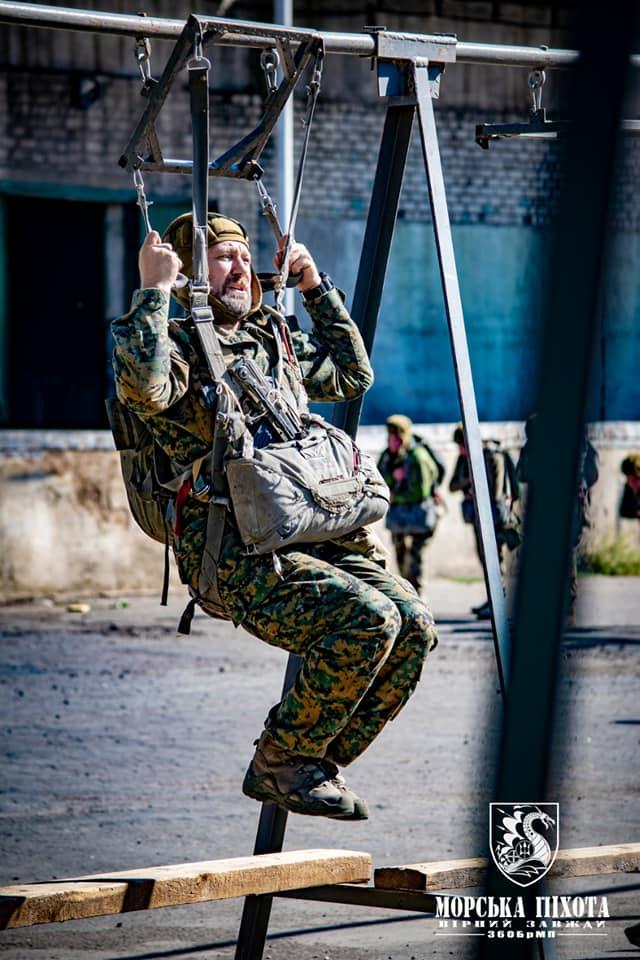 Николаевские морпехи отработали на Донетчине десантирование парашютным способом (ФОТО) 5