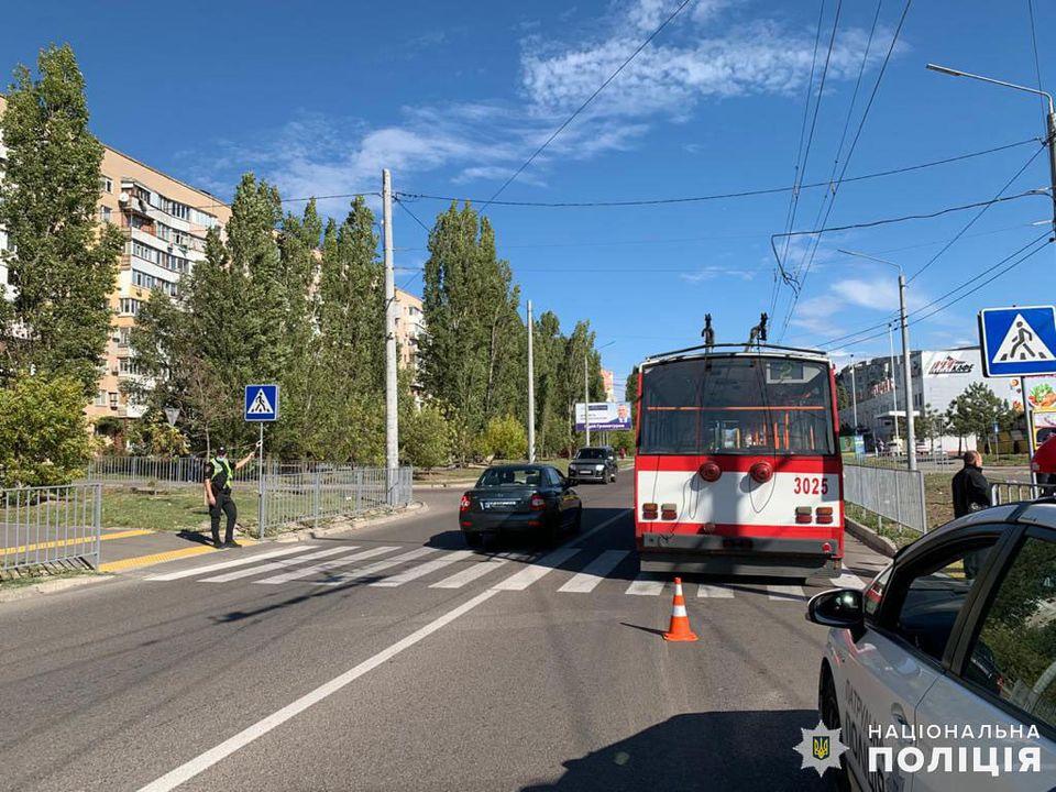 Полиция ищет свидетелей двух сегодняшних ДТП в Николаеве с участием пешеходов (ФОТО) 5