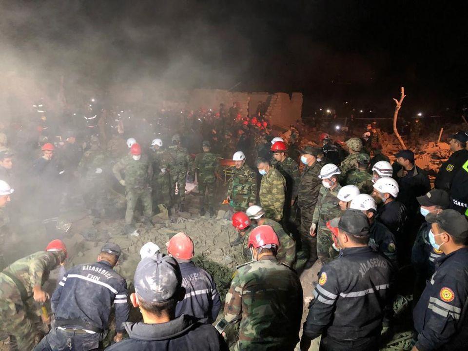 В жилые кварталы одного из крупнейших городов Азербайджана попали две ракеты: 12 человек погибли и более 40 ранены (ФОТО, ВИДЕО) 7