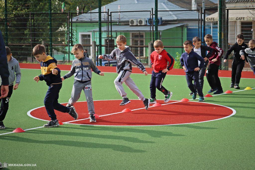 В николаевской школе №53 открыли сразу 4 реконструированных спортивных объекта (ФОТО) 5