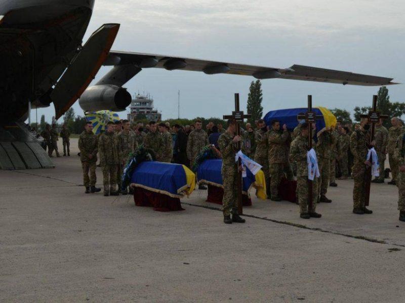 7 октября в Николаеве попрощаются с двумя погибшими в авиакатастрофе Ан-26 курсантами (ФОТО)