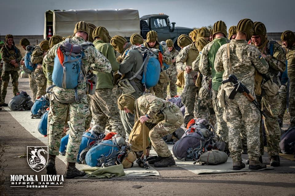 Николаевские морпехи отработали на Донетчине десантирование парашютным способом (ФОТО) 7