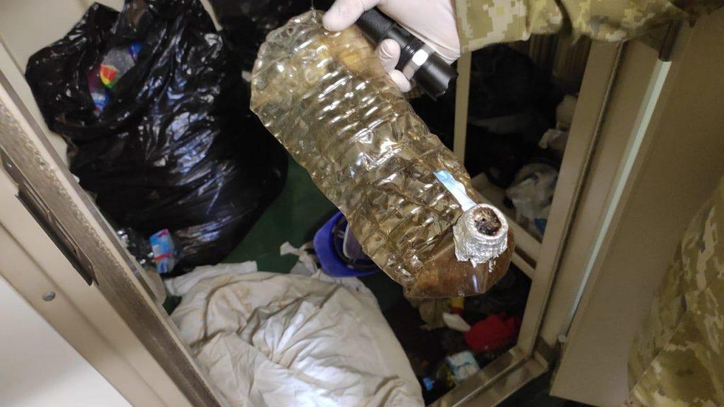 Дуплет: на судне, зашедшем в один из портов Николаева, пограничники нашли и нелегалов, и наркотики (ФОТО) 7