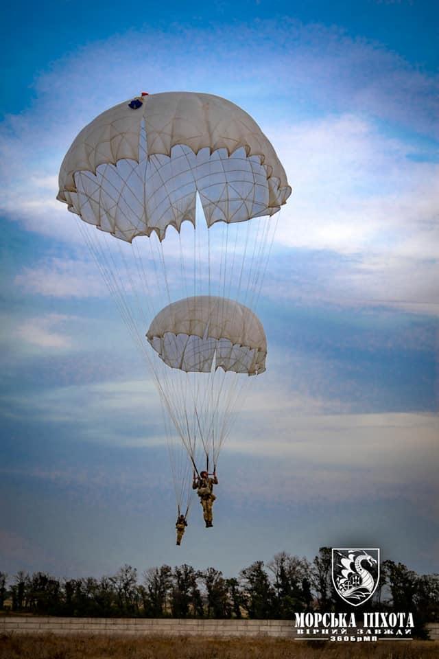 Николаевские морпехи отработали на Донетчине десантирование парашютным способом (ФОТО) 9