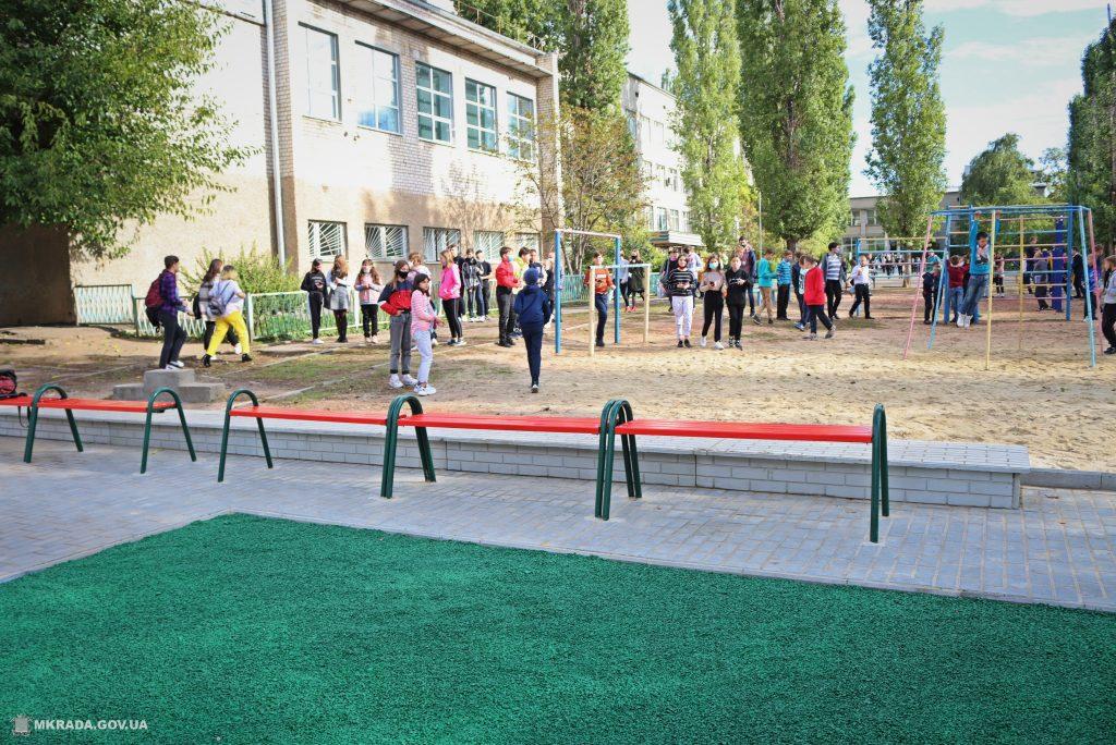 В николаевской школе №53 открыли сразу 4 реконструированных спортивных объекта (ФОТО) 9