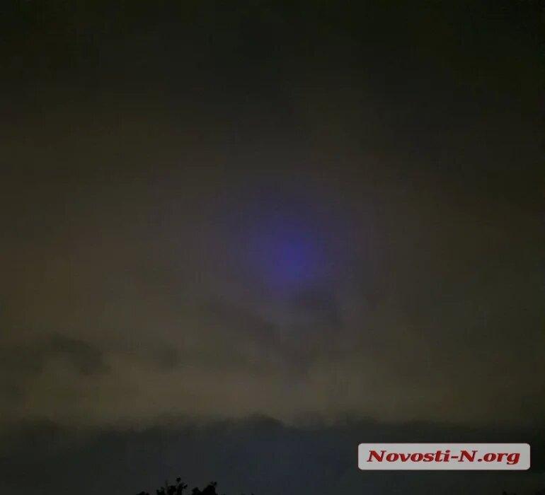 Николаевцы уже несколько дней наблюдают в небе загадочное синее свечение (ФОТО, ВИДЕО) 5