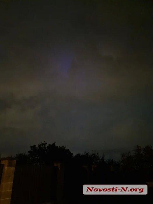 Николаевцы уже несколько дней наблюдают в небе загадочное синее свечение (ФОТО, ВИДЕО) 7