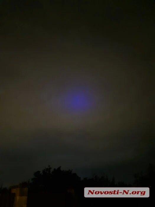 Николаевцы уже несколько дней наблюдают в небе загадочное синее свечение (ФОТО, ВИДЕО) 9