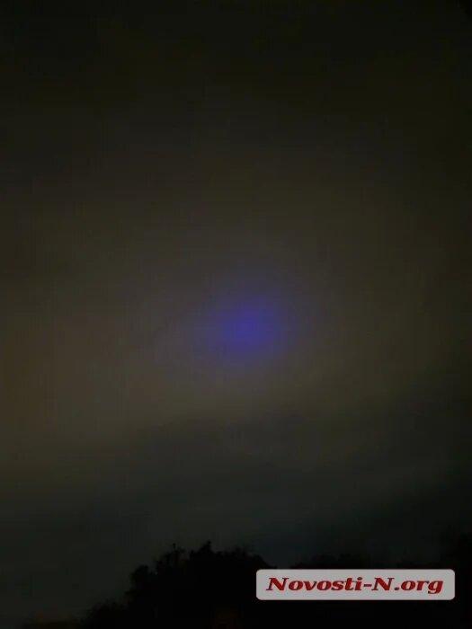 Николаевцы уже несколько дней наблюдают в небе загадочное синее свечение (ФОТО, ВИДЕО) 11