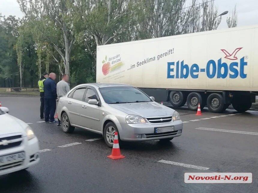 В Николаеве водитель «Шевроле» сбил бабушку: на проспекте Богоявленском образовалась пробка (ФОТО) 1
