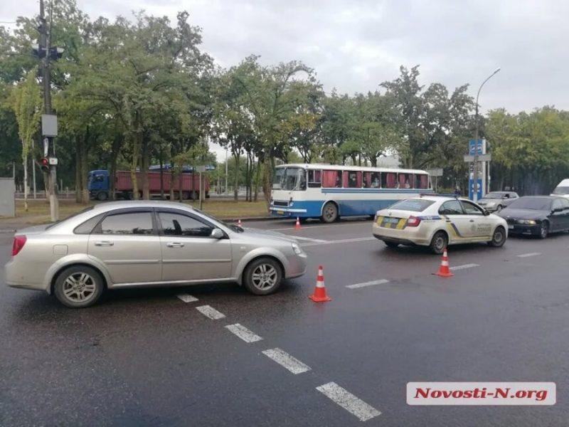 В Николаеве водитель «Шевроле» сбил бабушку: на проспекте Богоявленском образовалась пробка (ФОТО)
