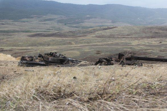 Азербайджан заявил о прорыве линии обороны в Нагорном Карабахе (ФОТО) 11