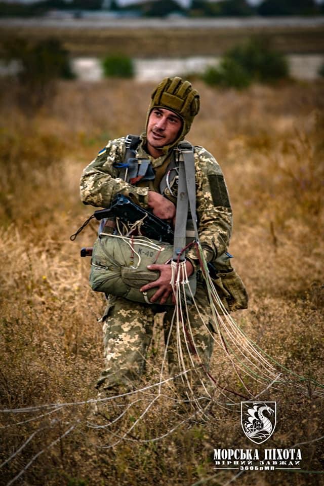 Николаевские морпехи отработали на Донетчине десантирование парашютным способом (ФОТО) 11