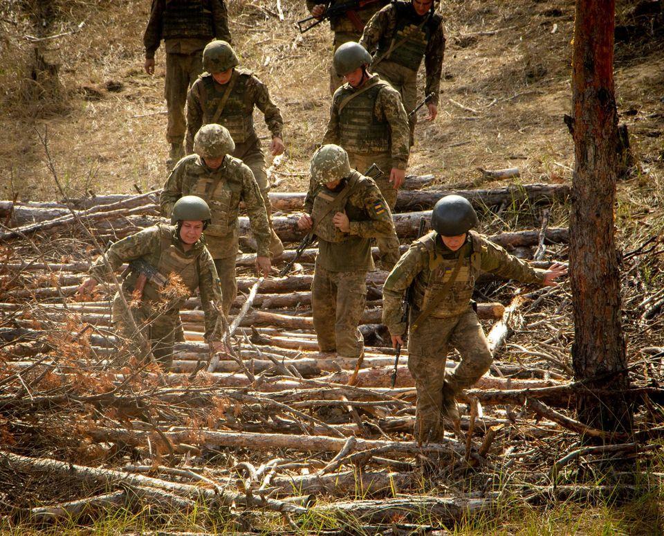 Николаевские морпехи прошли полосу препятствий перед Клятвой морского пехотинца (ФОТО) 11