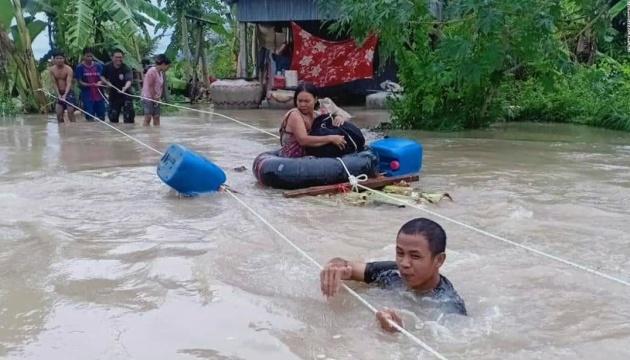 На Вьетнам и Камбоджу надвигается шторм, от наводнений погибли десятки людей