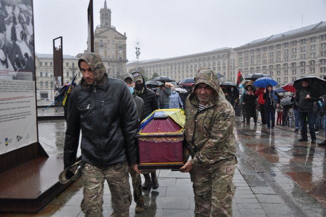 С совершившим самосожжение ветераном Микитенко попрощались на Майдане (ФОТО) 7