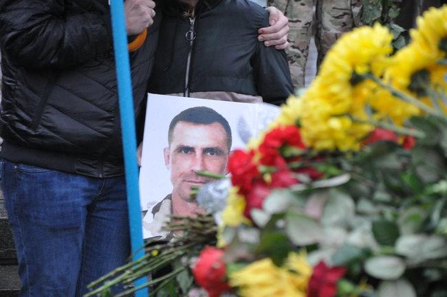 С совершившим самосожжение ветераном Микитенко попрощались на Майдане (ФОТО) 9