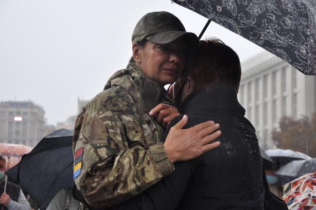 С совершившим самосожжение ветераном Микитенко попрощались на Майдане (ФОТО) 11