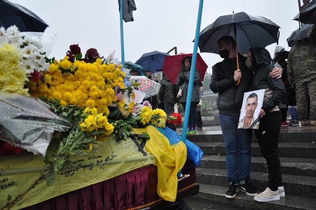 С совершившим самосожжение ветераном Микитенко попрощались на Майдане (ФОТО) 15