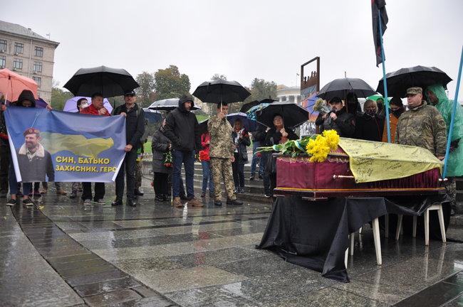 С совершившим самосожжение ветераном Микитенко попрощались на Майдане (ФОТО) 27