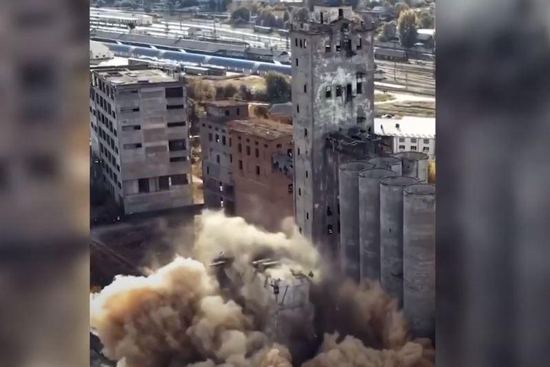 В Харькове взорвали старый элеватор – расчищают место для новостройки (ВИДЕО)