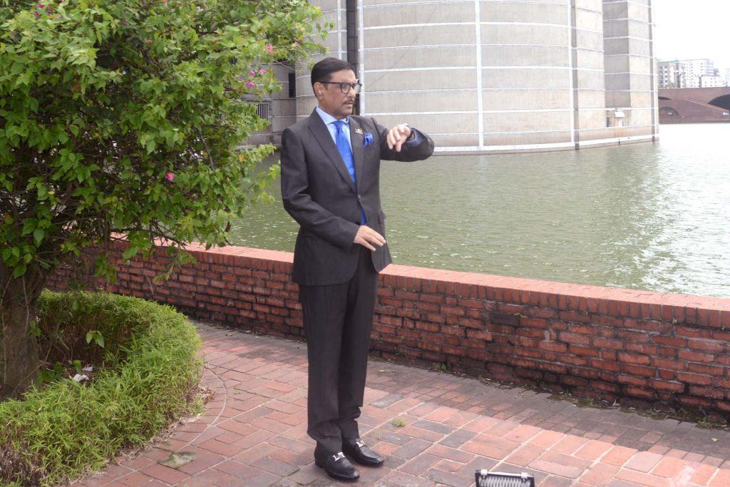 Министр из Бангладеш публикует много однообразных снимков. Он выложил 10 тысяч фото и стал звездой интернета (ФОТО) 3