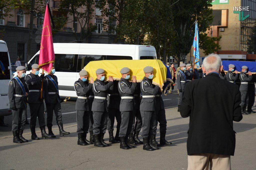 Сотни николаевцев пришли проститься с погибшими при крушении Ан-26 курсантами (ФОТО, ВИДЕО) 1