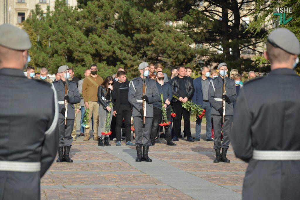 Сотни николаевцев пришли проститься с погибшими при крушении Ан-26 курсантами (ФОТО, ВИДЕО) 3