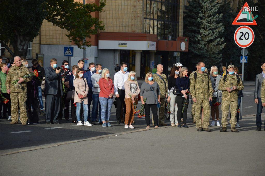 Сотни николаевцев пришли проститься с погибшими при крушении Ан-26 курсантами (ФОТО, ВИДЕО) 5