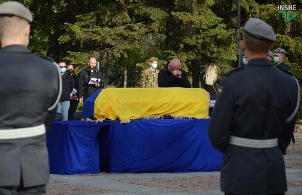 Сотни николаевцев пришли проститься с погибшими при крушении Ан-26 курсантами (ФОТО, ВИДЕО) 7