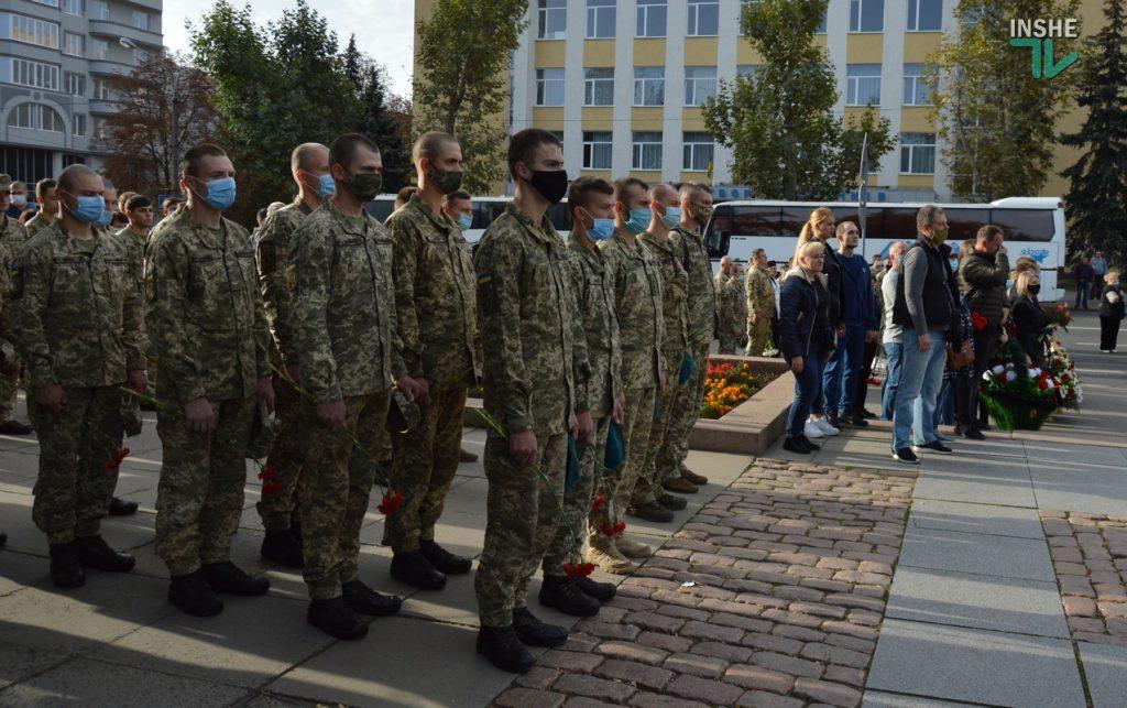 Сотни николаевцев пришли проститься с погибшими при крушении Ан-26 курсантами (ФОТО, ВИДЕО) 9