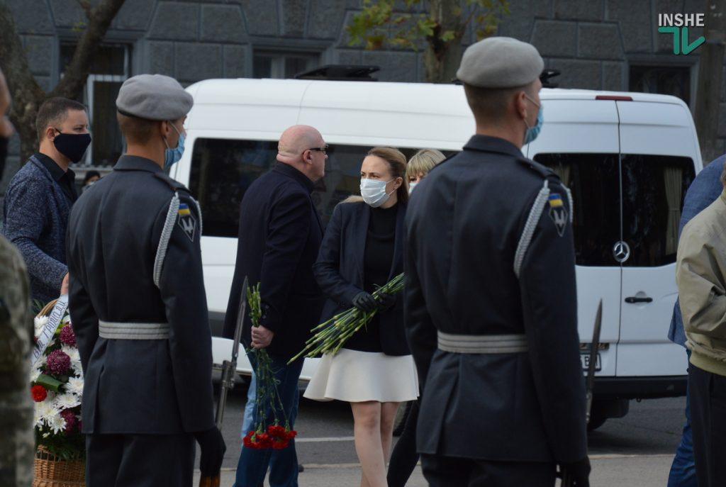 Сотни николаевцев пришли проститься с погибшими при крушении Ан-26 курсантами (ФОТО, ВИДЕО) 15