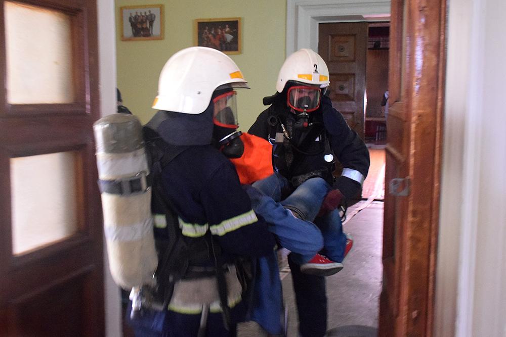 Николаевские спасатели потушили «пожар» в ДК «Строителей» (ФОТО, ВИДЕО) 7