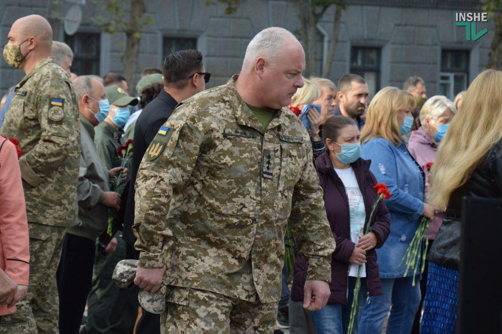 Сотни николаевцев пришли проститься с погибшими при крушении Ан-26 курсантами (ФОТО, ВИДЕО) 21
