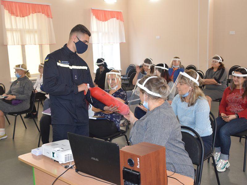 Спасатели Николаевщины проинструктировали учителей, что делать в случае пожара (ФОТО, ВИДЕО)