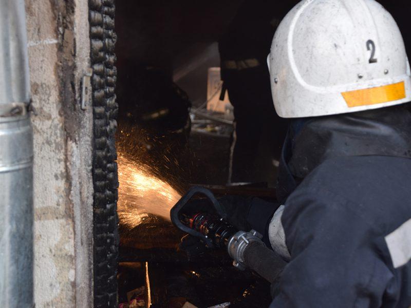 Николаевские пожарные спасли от полного уничтожения частный дом в переулке Суворова (ФОТО)