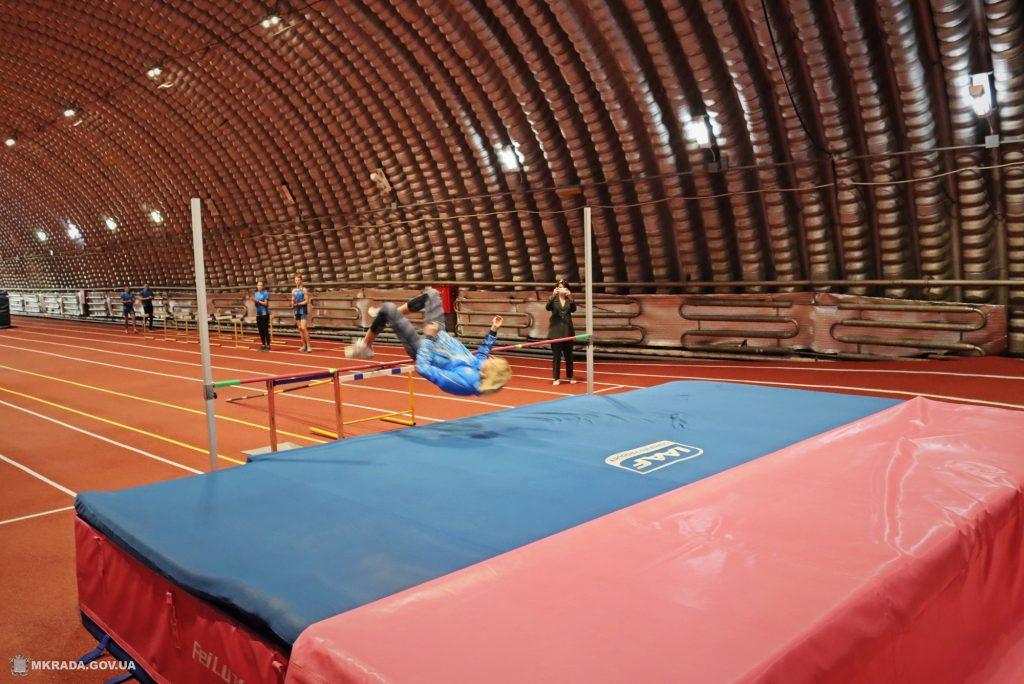 Современное покрытие и освещение. В Николаеве после ремонта открыли обновленный легкоатлетический манеж (ФОТО) 21