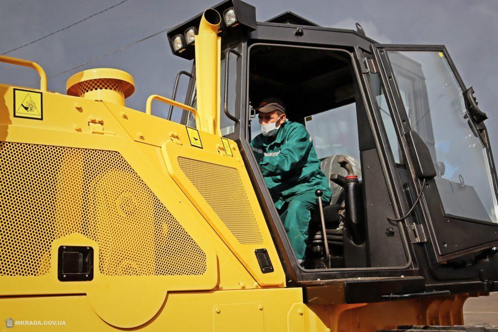 Николаев обзавелся новой коммунальной техникой за 8 миллионов гривен (ФОТО) 21