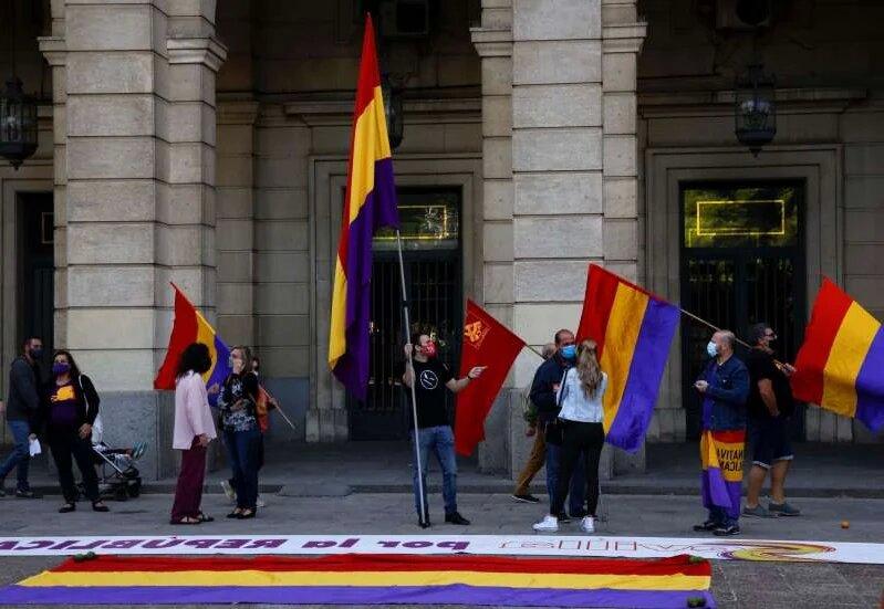 В Испании прошли митинги с требованием судить бывшего короля Хуана Карлоса (ФОТО) 5