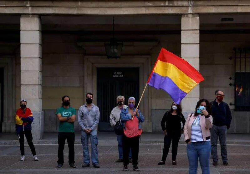 В Испании прошли митинги с требованием судить бывшего короля Хуана Карлоса (ФОТО) 3
