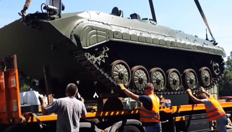 В Украину прибыли 26 БМП-, которые Укрспецэкспорт отсудил у польского поставщика