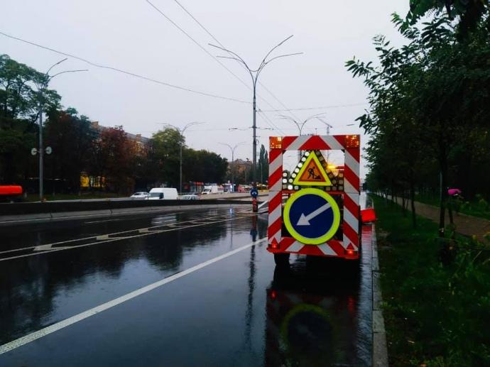 После ливня в Киеве подтоплены десятки улиц, затруднено движение (ФОТО)