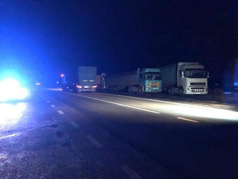 Сотни большегрузов  заблокировали трассу на Николаевщине перед пунктом ГВК (ФОТО, ВИДЕО)