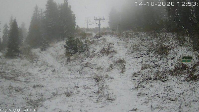 Во Львовской области на горнолыжном курорте выпал снег