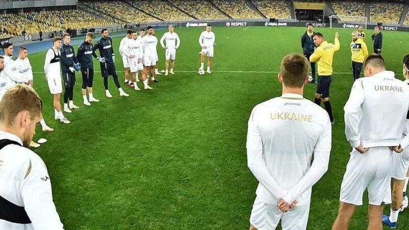 «Не надо смеяться, сынок, мне не до смеха». Шевченко жестко обратился к ключевому защитнику сборной Украины (ВИДЕО)