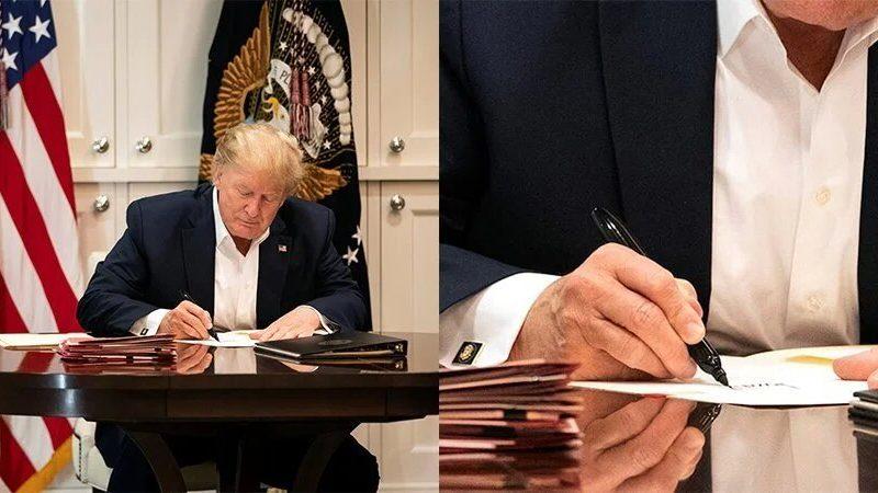 Белый дом опубликовал фото, как Дональд Трамп работал в больнице. Там он подписывал пустые листочки